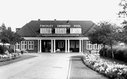 Finchley, Swimming Pool c1965