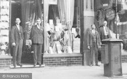 Finchley, Watson's Staff, Broadway c.1908