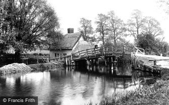 Flatford, Bridge Cottage 1907