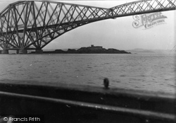 Inchgarvie Fort 1953, Forth Bridge