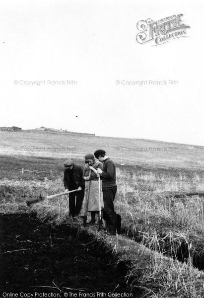 Photo of Foula, Peat Digging 1959