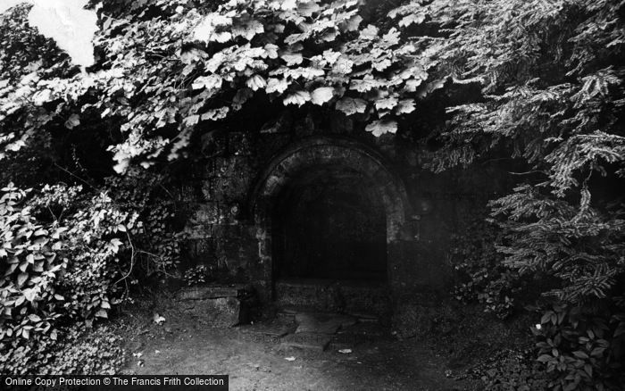 Photo of Fountains Abbey, Robin Hood's Well 1914