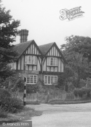 House At The Cross Roads c.1950, Four Elms