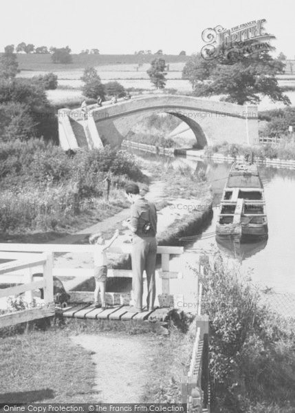 Foxton, Father And Son, The Grand Union Canal c.1960