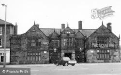 Frodsham, Bear's Paw Hotel c.1960