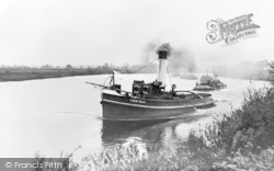 Gainsborough, Tug Boat Towing Keels On The River Trent c.1910