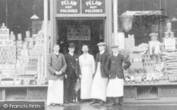 Gateshead, Grocery Store Staff, Wrekenton 1911
