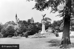 Gateshead, Saltwell Park, War Memorial And Museum c.1955