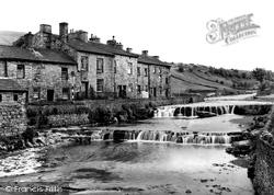 Village c.1935, Gayle