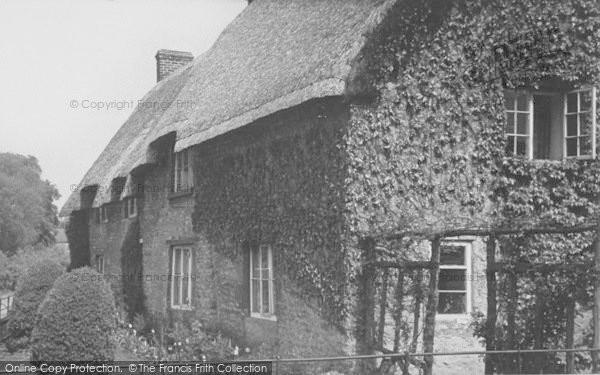 Photo of Geddington, Thatch Cottages c.1955