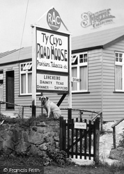 Gellilydan, Dog At Ty-Clyd Road House 1936