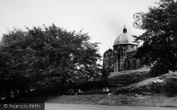 Giggleswick, School Chapel And Pupils c.1960