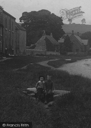 Boys In The Village 1913, Gilling West