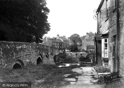 The Bridge c.1935, Gilling West