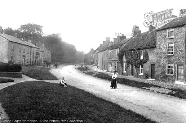 Gilling West photo