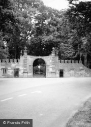 Castle, West Gate c.1935, Glamis