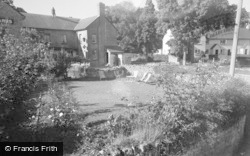 Glasbury On Wye, Maesllwch Arms Hotel, The Gardens 1960