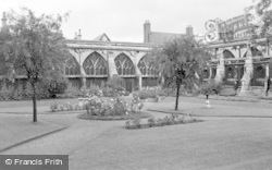 Gloucester, The Cloister Gardens 1950