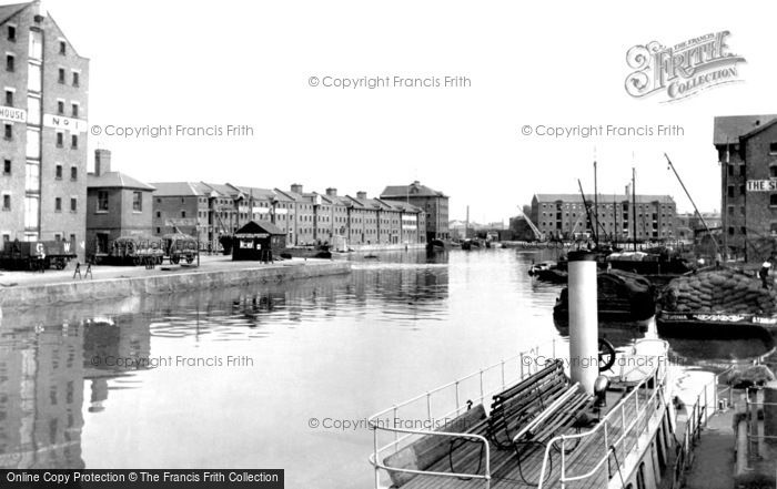 Photo of Gloucester, The Docks 1912