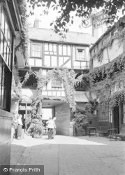 Gloucester, The New Inn 1950