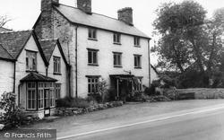 Glyndyfrdwy, Berwyn Arms Hotel c.1965
