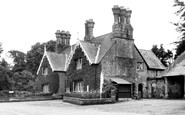 Godshill, the Griffin Hotel c1955