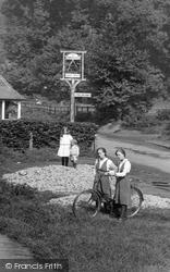 Gomshall, Children At The Compasses Inn 1917