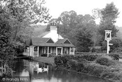 Gomshall, The Compasses Inn 1924