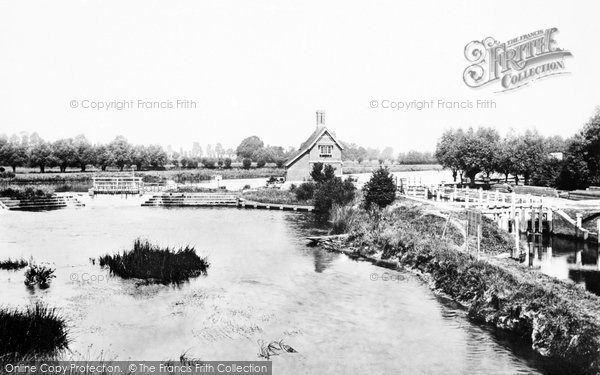 Goring, Lock and Weir 1890.  (Neg. 27036)  © Copyright The Francis Frith Collection 2008. http://www.francisfrith.com