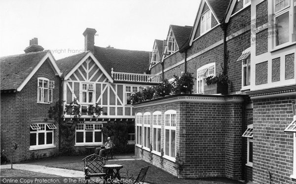 Photo of Goring, Miller Of Mansfield Hotel 1900