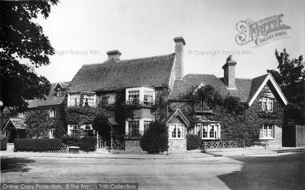 Photo of Goring, Miller Of Mansfield Hotel 1904