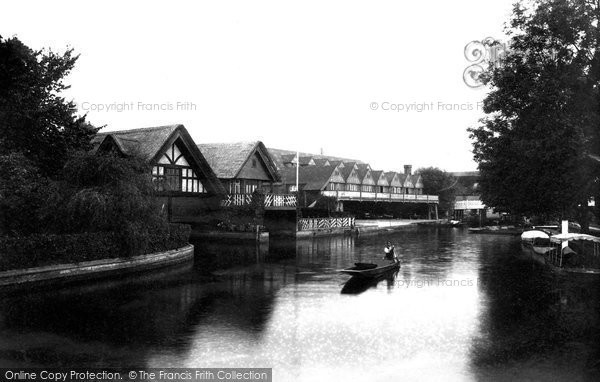 Goring, The Boat Houses 1904.  (Neg. 52931)  © Copyright The Francis Frith Collection 2008. http://www.francisfrith.com