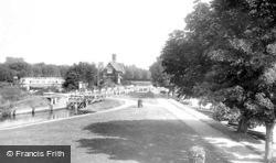 Goring, The Lock 1896