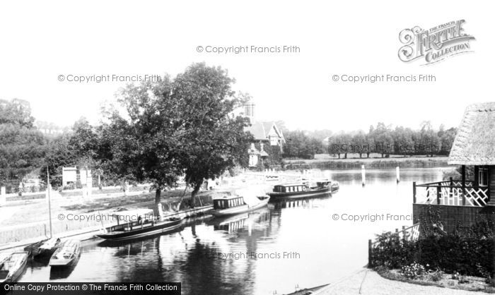 Goring, the Lock 1896.  (Neg. 38313)  © Copyright The Francis Frith Collection 2008. http://www.francisfrith.com