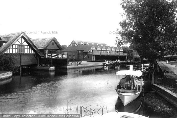 Goring, the Lock 1896.  (Neg. 38314)  © Copyright The Francis Frith Collection 2008. http://www.francisfrith.com