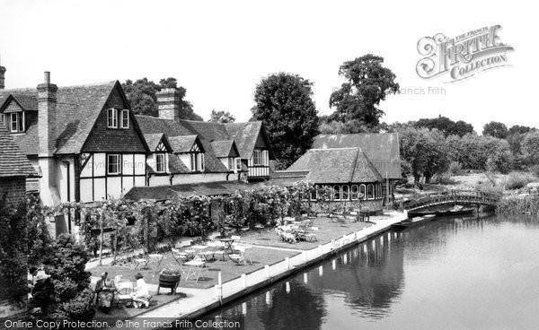 Goring, the Swan c1960.  (Neg. G34014)  © Copyright The Francis Frith Collection 2008. http://www.francisfrith.com