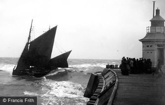 Gorleston, Boat coming in from Sea c1900