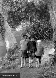 Three Friends By Byron's Pool 1931, Grantchester