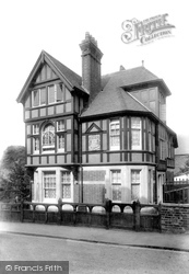 Grantham, Queen Victoria's Memorial 1904