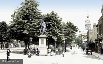 Grantham, St Peter's Hill and the Tollemache Statue 1904