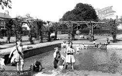 Grantham, Wyndham Park Paddling Pool c.1955