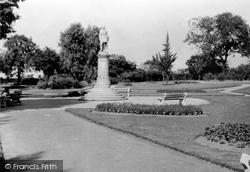 Gordon Statue c.1955, Gravesend