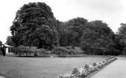 Gravesend, The Fort Gardens c.1965