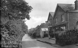 Grayswood, Post Office And Lower Road 1928