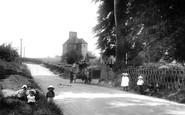 Great Bookham, Leatherhead Road 1904