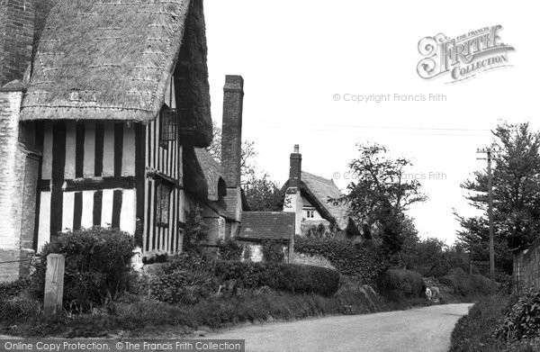 Great Comberton, Cottages c1960.  (Neg. G331013)  © Copyright The Francis Frith Collection 2008. http://www.francisfrith.com
