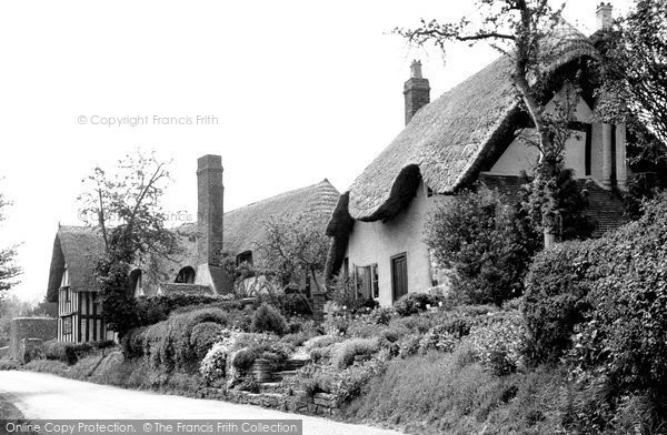 Great Comberton, the Village c1960.  (Neg. G331014)  © Copyright The Francis Frith Collection 2008. http://www.francisfrith.com