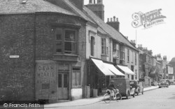 Great Driffield, Middle Street North c.1955