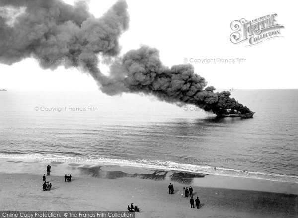 Photo of Great Yarmouth, a Petroleum Ship on fire 1902