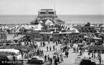 Great Yarmouth, Britannia Pier and Promenade c1960
